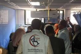 السلامة الخيرية تشارك مع شبكة التحويلات خانيونس يتوزيع هدايا على مرضى مستشفى ناصر بمناسبة يوم الصحة العالمي .